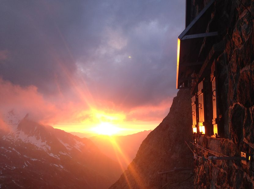 [Translate to english:] Sonnenuntergang bei der Trifthütte Grimselwelt Haslital